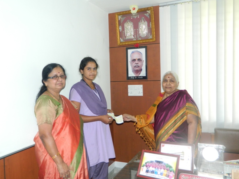 Ms. Poojashree M R receiving a cheque of Rupees 30000 | GSSSIETW