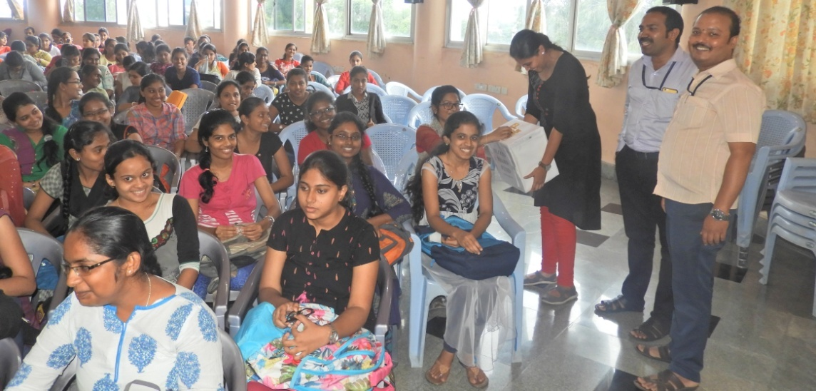 Photograph of students putting their contribution | GSSSIETW