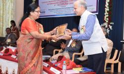 Dr. Sumithra Devi K A, Principal, GSSSIETW, handing over the momento to R K Bharath CEO, GSSS(R) as a token of gratitude